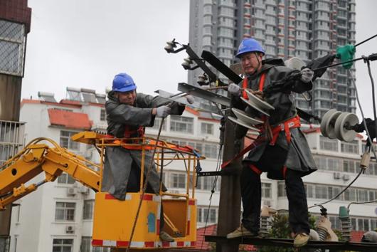 """国家电网全力抗击超强台风""""利奇马"""""""